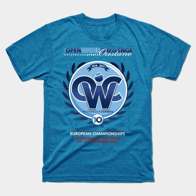 http://www.openwaterchallenge.it/owc/wp-content/uploads/2019/06/t-shirt-owc-x-formula-kite.jpg
